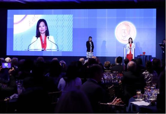 全球慈善界最高奖颁奖,翟美卿女士成为内地首位卡内基慈善奖得主