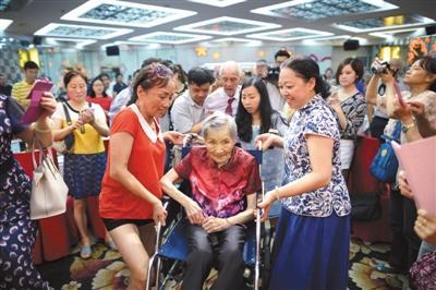 重庆拟立法要求子女写信问候老人 回应称不具强制性