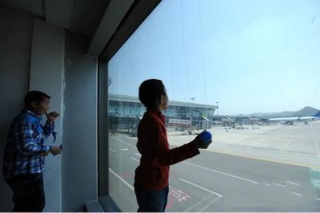 自闭症少年乘机被拒 航空公司:行为怪异或影响安全