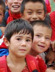 孩子们渴望的眼神。