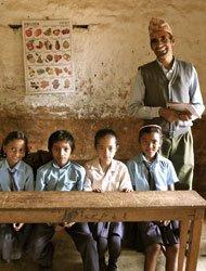 这是Baglung一座山顶上的小学,也是最典型的尼泊尔学校的教室。