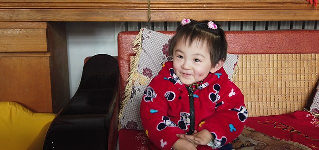 """4岁女童断骨10多次,""""瓷娃娃""""妈妈:她是这个家的希望"""