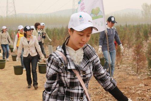 好利来开展爱心植树活动 推动儿童环保普及教育