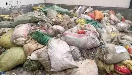 百余吨医疗垃圾流入市场 肮脏尿袋针头被再加工