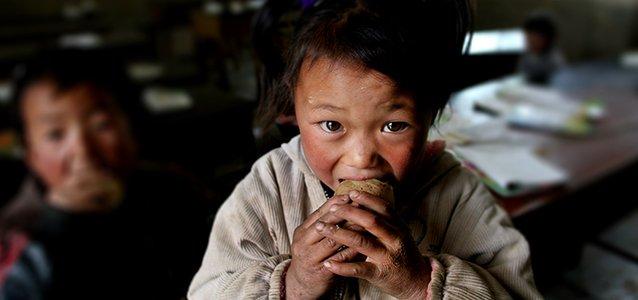 """我去云南大山尝了孩子们的土豆餐,1粒米都不浪费""""width=""""638"""""""