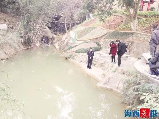 男孩失足落水 民警将其救起才想到自己不会游泳