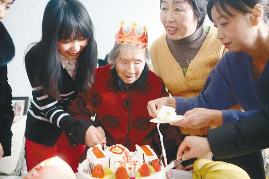 人间真情:三代人接力29年养保姆至108岁