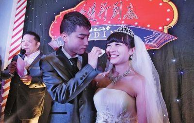 河南患癌女孩生命进入倒计时 男友与其举行婚礼