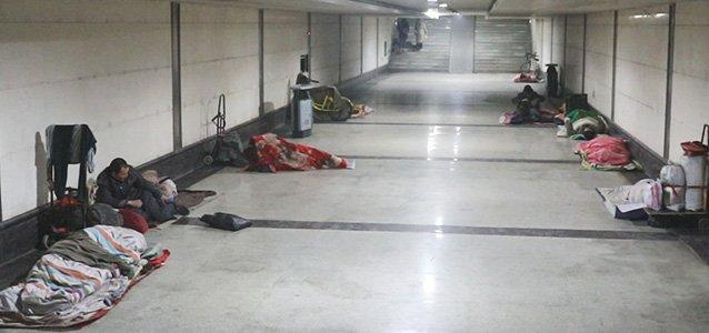 -1℃寒夜郑州进城民工睡地下通道