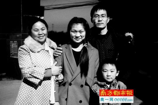 17年的等待!他们终于跟2岁时走失的女儿团聚