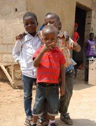孤儿院的三兄弟