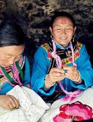 羌绣计划:壹基金灾后重建援助计划和民族文化保护工程。