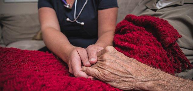 相比插管和ICU,临终病人也许需要另一种告别方式