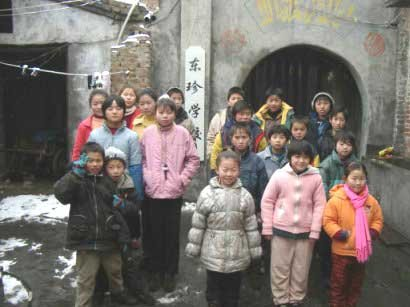 """26岁研究生为何甘当河南艾滋村孤儿""""亲爹"""""""