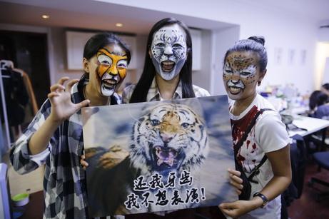野保志愿者呼吁市民拒看动物表演_公益_腾讯网