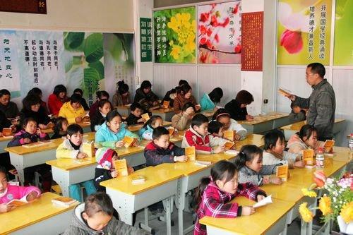 团玉环县委开展外来民工子女爱心助教活动(图)