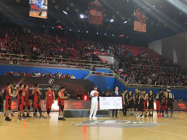 NBA传奇球星艾佛森重返中国 传递篮球正能量