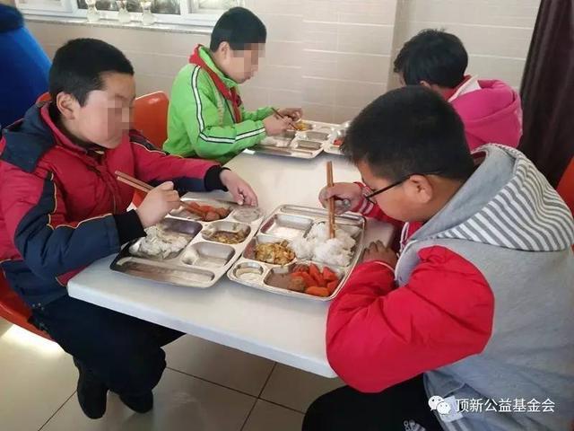"""顶新公益基金会新春京郊""""小饭桌""""项目走访"""