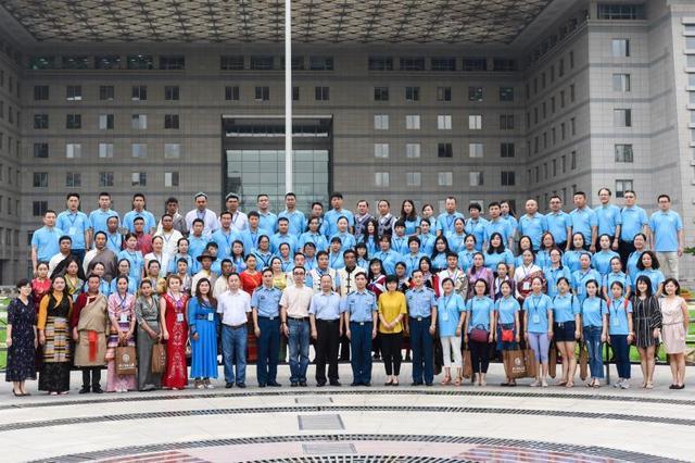 空军助力春蕾 数百教师受惠