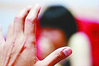 农村留守女童频遭性侵:一嫌疑人边猥亵边拍照_公益_腾讯网 - 自由百姓 - 我的博客