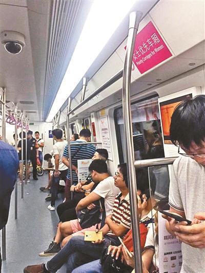 深圳地铁女士优先车厢:以保护之名行歧视之实