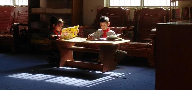 """在微澜图书馆,为流动儿童打开一扇窗width=""""638"""""""
