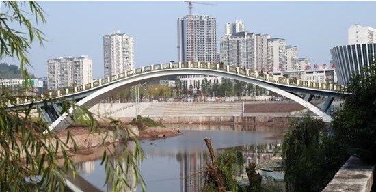 广安添新景!西溪河上游一座人行景观桥落成通行