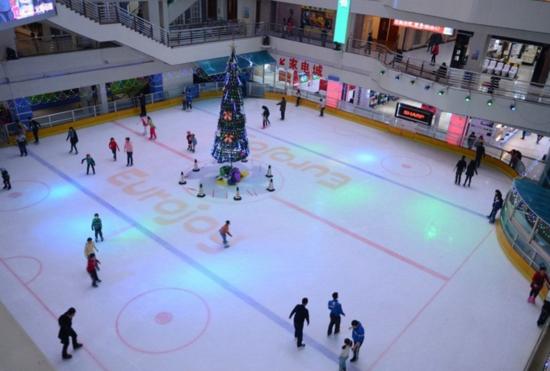 桂林首个室内冰雪世界落户金茂中心