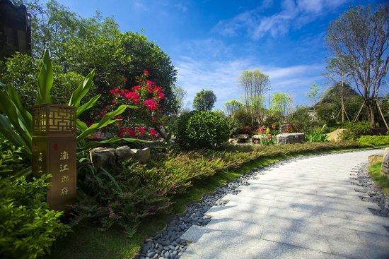 竹与月,花与石,流水与疏桥,这里的一草一木皆具桂林山水的神韵和气质
