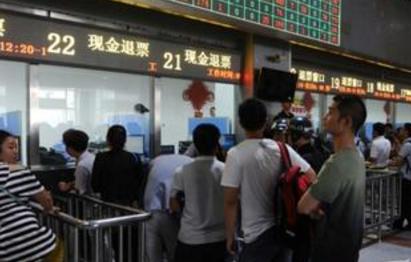 贵阳火车站调增售票窗口 应对第二轮客流高峰