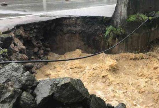 连日强降雨,白云公路管理段加紧抢修水毁路段
