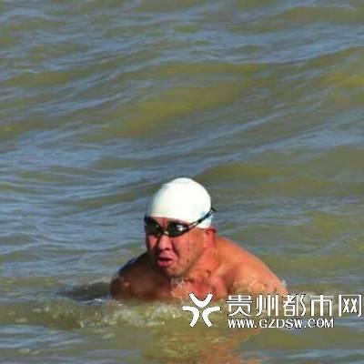 遵义¡°泳士¡±征服英吉利海峡  全程历时15小时零57分