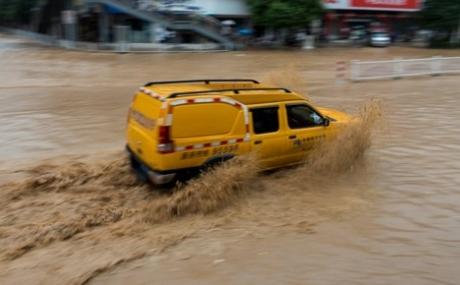 强降雨肆虐贵州,贵州电网全力应对保供电
