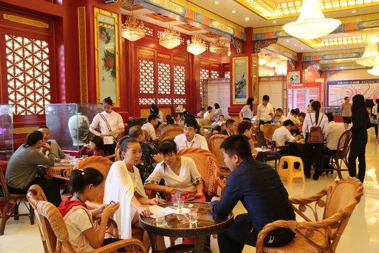 贵阳大上海商贸城祈福九寨沟 捐赠150万支援地震灾区