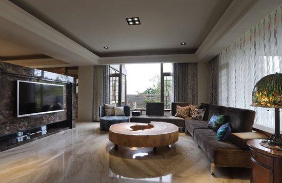 大理石凿刻的半高电视墙分界客厅与厨房,保有敞阔绵延的空间视感.