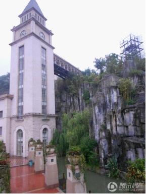欧式塔楼.其实是小区内的观光电梯