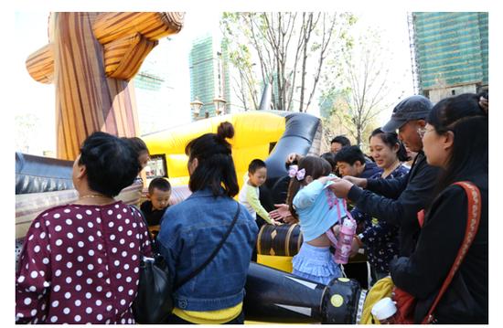 哈尔滨恒大中央广场销售中心 样板间 园林盛大开放