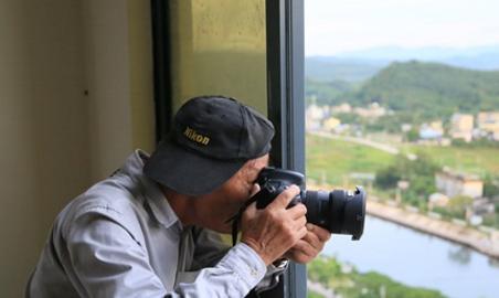 82岁老摄影家参加摄影大赛 跋山涉水拍出白沙美景