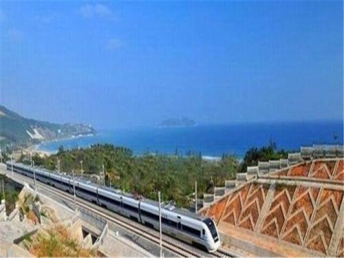 海南环岛高铁15时陆续恢复开行 进出岛列车仍停运