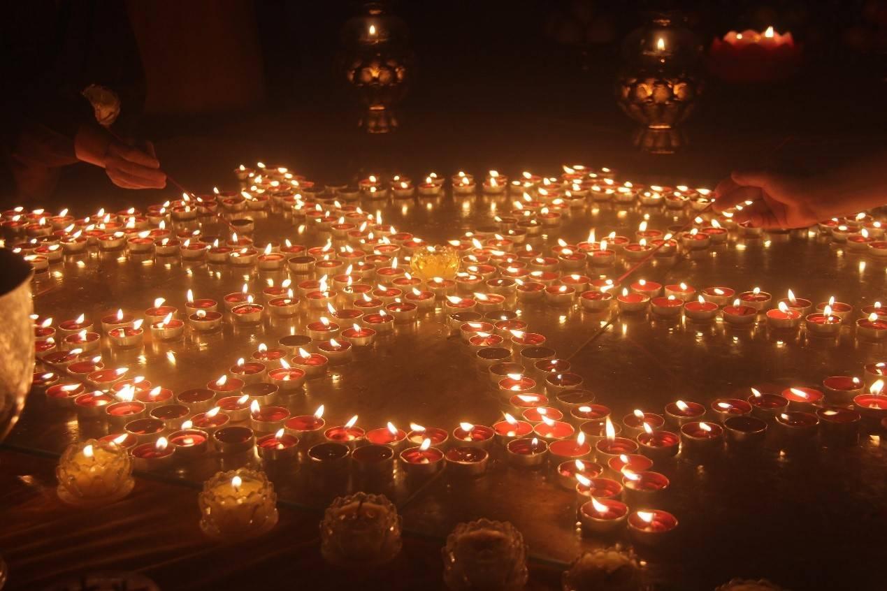 海南东山岭7月11日(农历六月十八)晚举行传灯法会活动