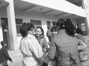 """邯郸""""艾滋女孩""""快乐成长创造生命奇迹(图)"""