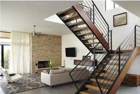 跃层楼梯的设计首先不能为了光节省空间而失去楼梯原本的功能,它需要图片