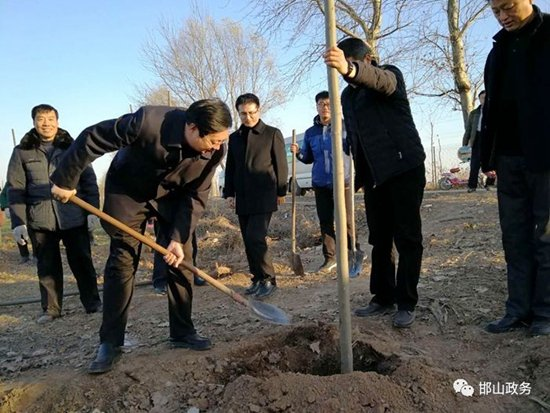 邯山区召开村庄绿化、秸秆禁烧等重点工作现场观摩会