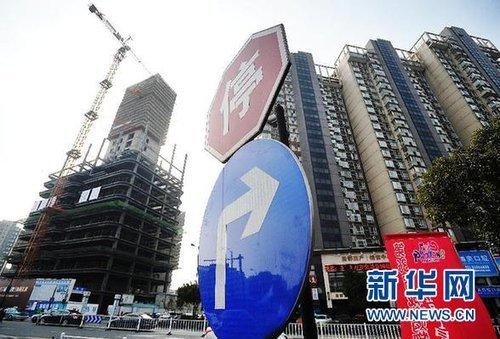 """明年楼市存总体反弹与局部""""崩盘""""的风险"""