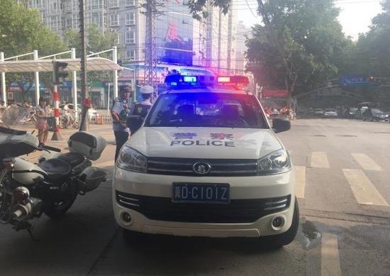 河北邯郸街头63辆警车挂民用牌照 交警回应:租的