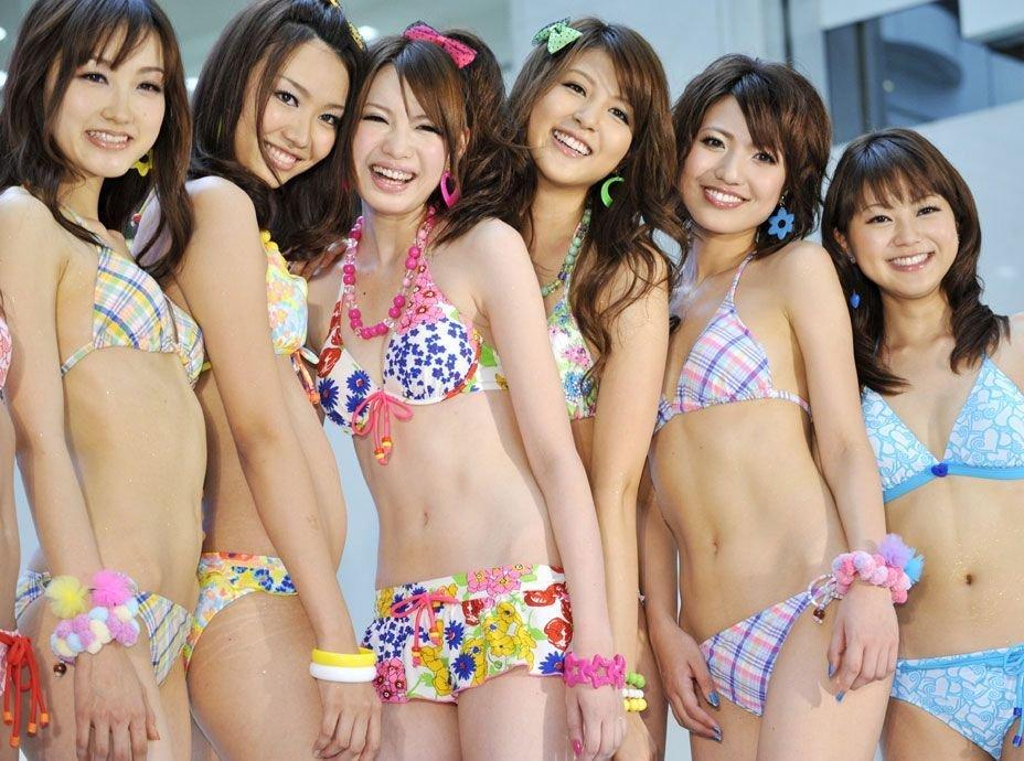 日本女模特泳装走秀庆传统节日组图