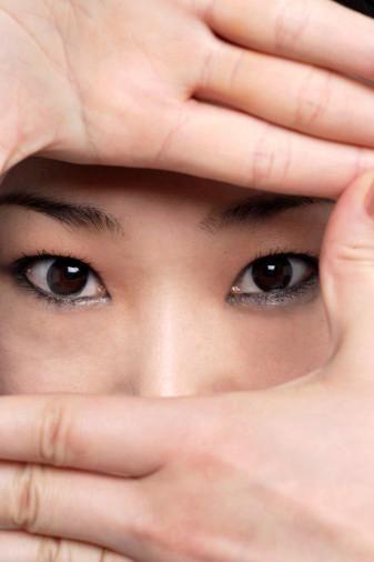 白发青的女子性器官发育不全-从眼睛看女人的七情六欲图片