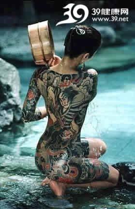 裸体纹身_裸体纹身绣面神秘黎族女孩的古老成人礼