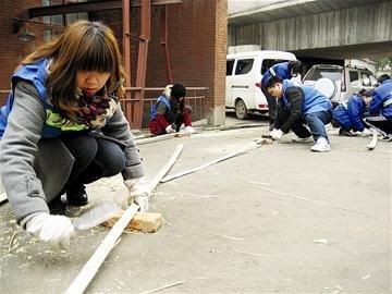 武汉80后女孩当培训工视频考驾排水图片