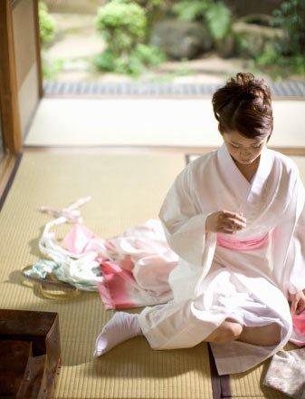 艳丽逼人 日本美女和服里的秘密_头条关注
